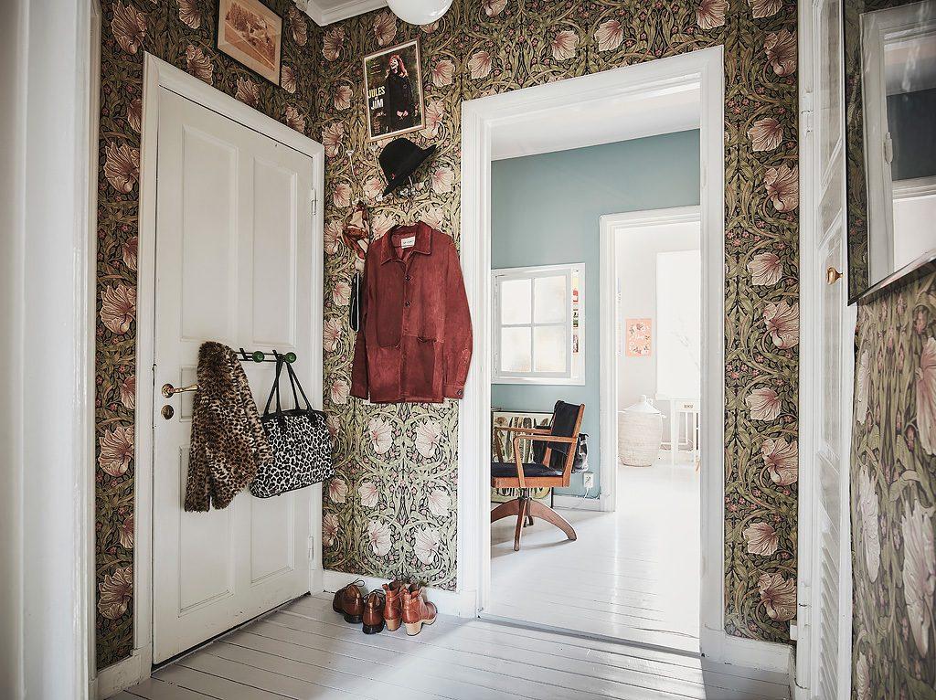Vintage werkplek in een Scandinavische tussenkamer