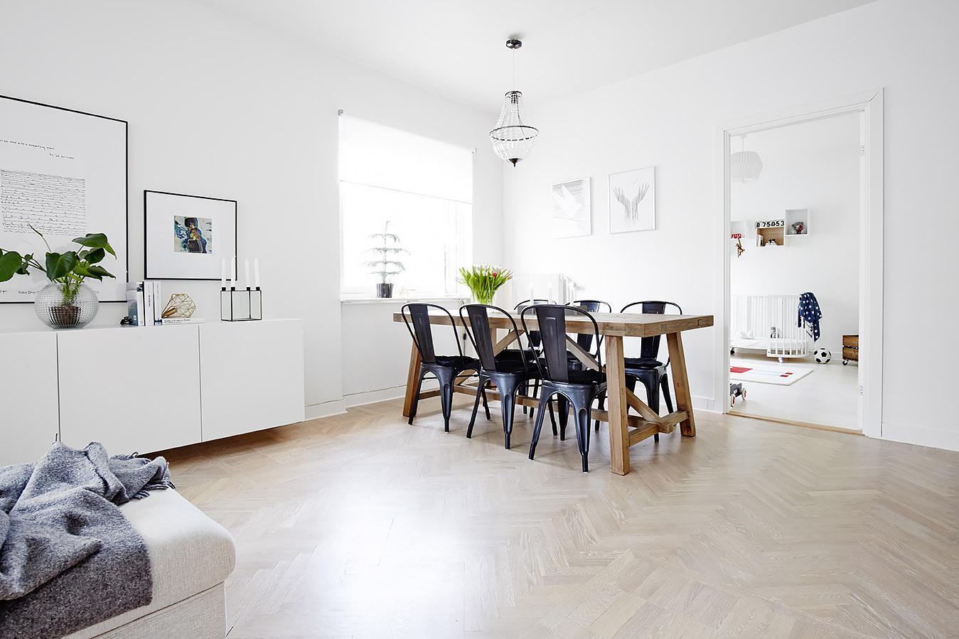 Witte Houten Vloer : Witte houten vloer in keuken. cheap het kleur en is simpel gehouden