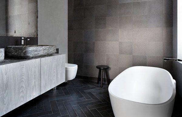 Stoere luxe badkamer homease - En grijze bad leisteen ...