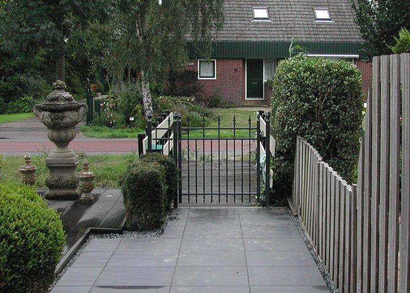 voortuin met poort