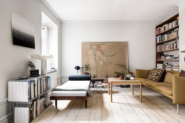 Warme kleuren in een Scandinavische woonkamer   HOM