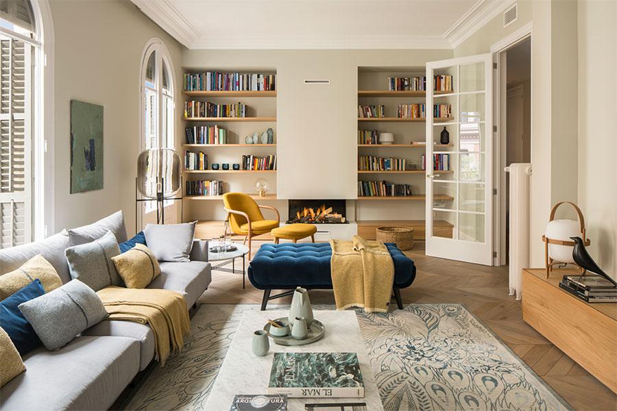 Authentieke Details Woonkamer : Warme knusse woonkamer uit barcelona homease