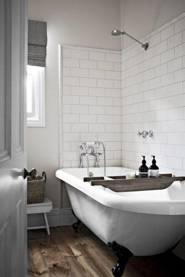Wit bad met zwarte pootjes