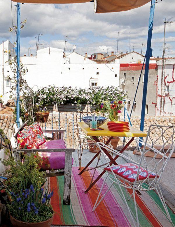 Wit en kleurrijk appartement van kunstenares