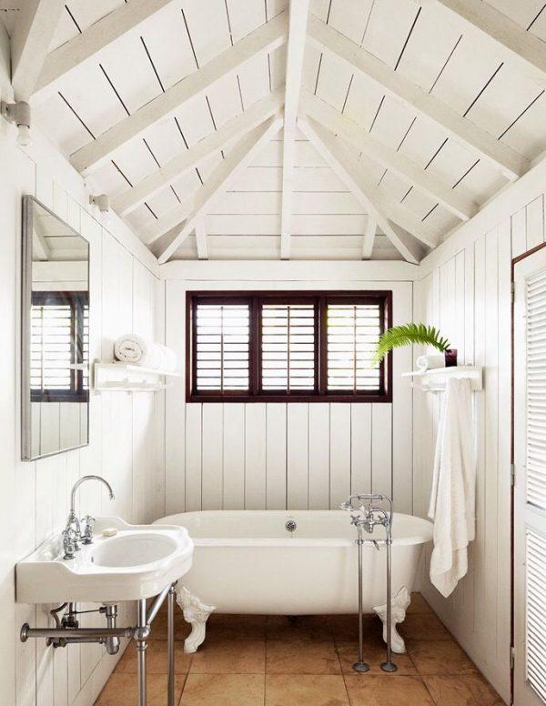 Wit vrijstaand bad