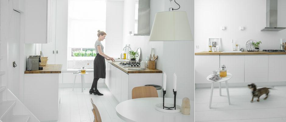 Witte Keuken Vloer: Zwarte keuken met witte muren en een vloer.
