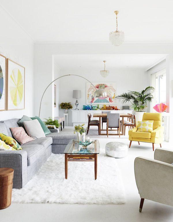 Witte muren woonkamer