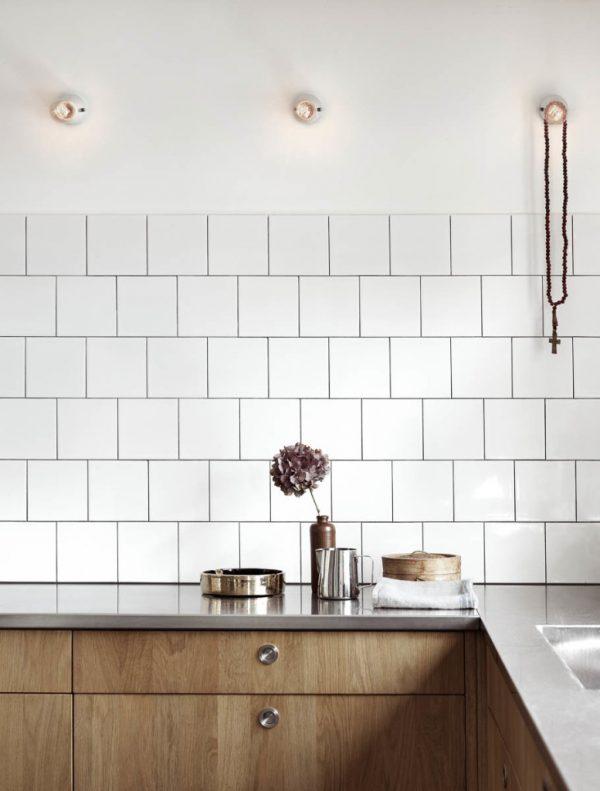 Witte tegels keukenwand