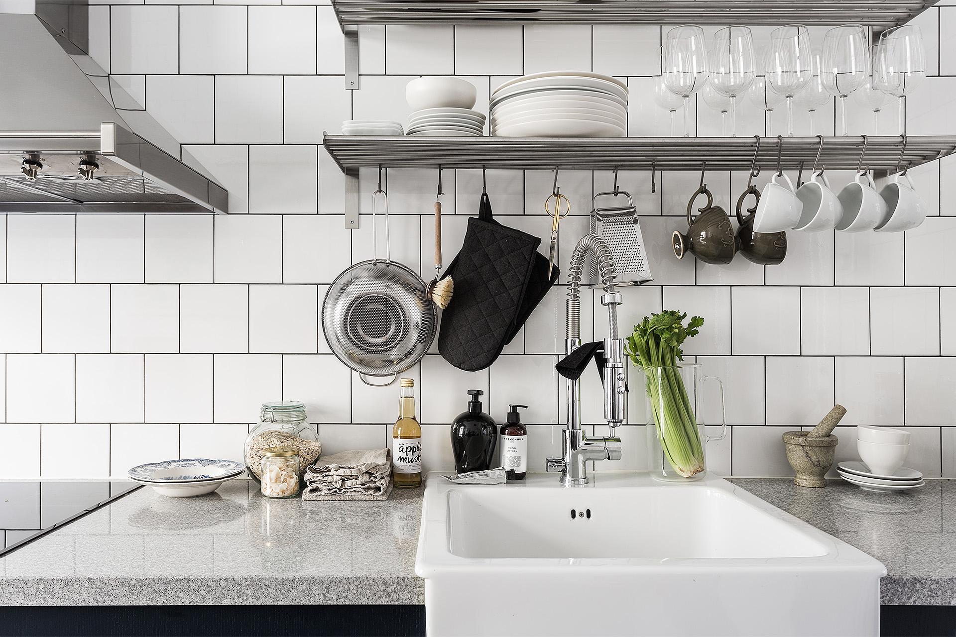 Keuken Open Tegels : Blauwe keuken met witte wandtegels homease
