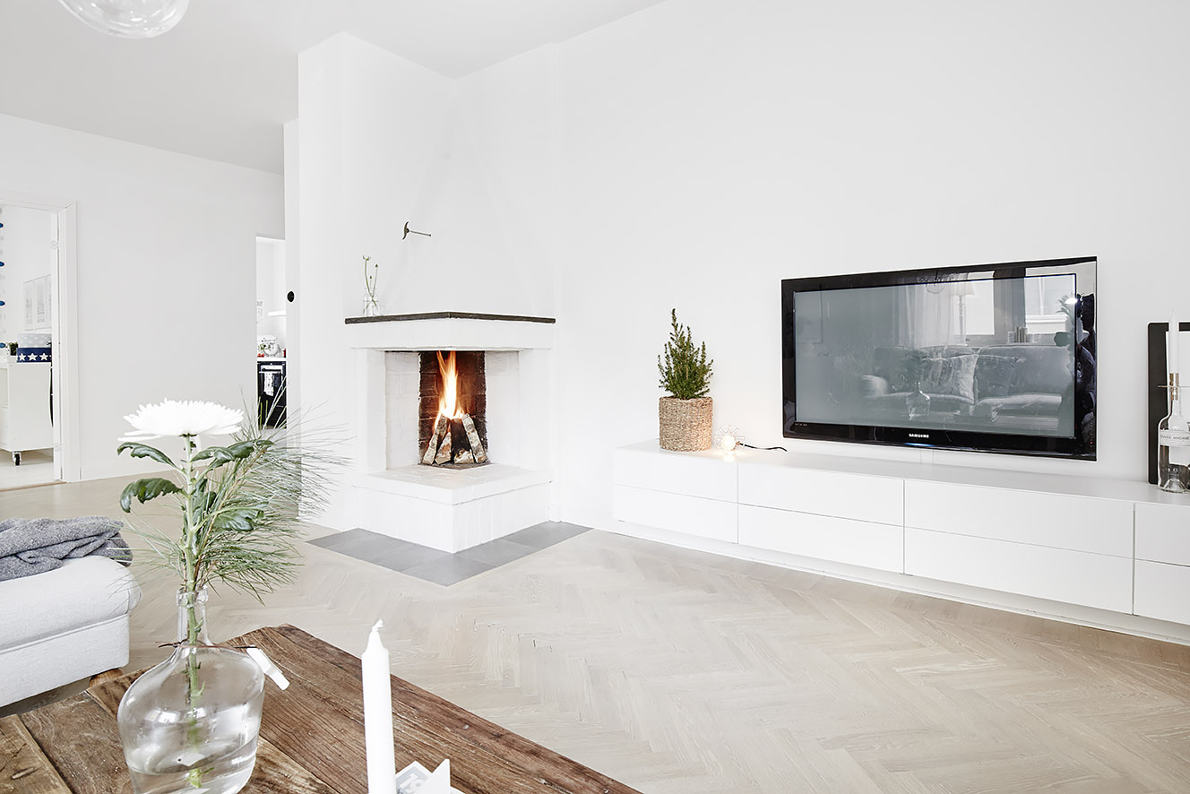 Woonkamer Witte Muren : Naast de grote comfortabele bank is een witte ...