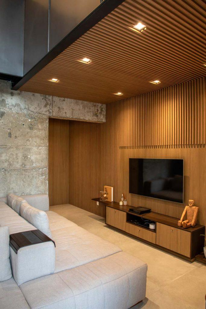 woonkamer ideeën - Mooie woonkamer met houten wandbekleding