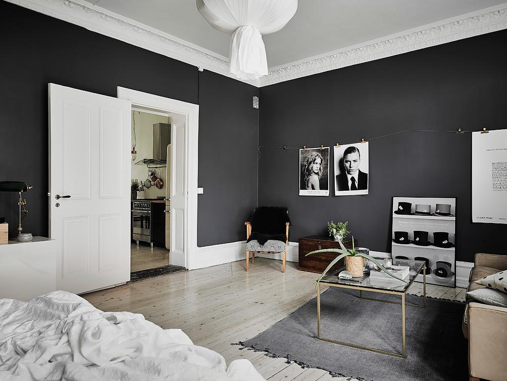 Zwarte Slaapkamer Muur : Woonkamer slaapkamer combinatie met zwarte muren homease