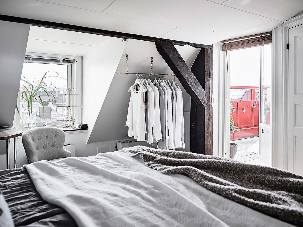 In deze zolder slaapkamer hebben ze de schuine wand erg for Slaapkamer bed