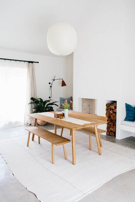 Zomerse woonkamer met natuurlijke sfeer