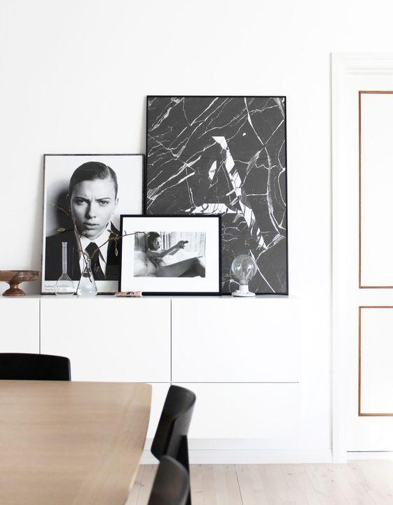 Zwart wit foto's aan de muur