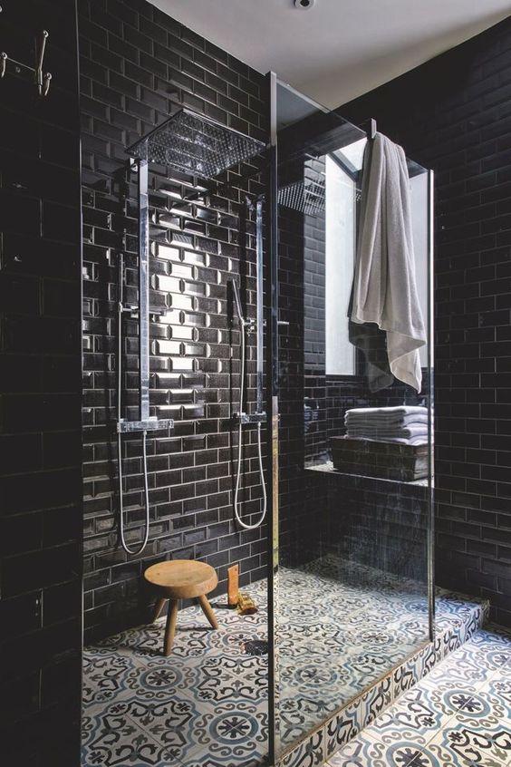 zwarte-metrotegels-badkamer
