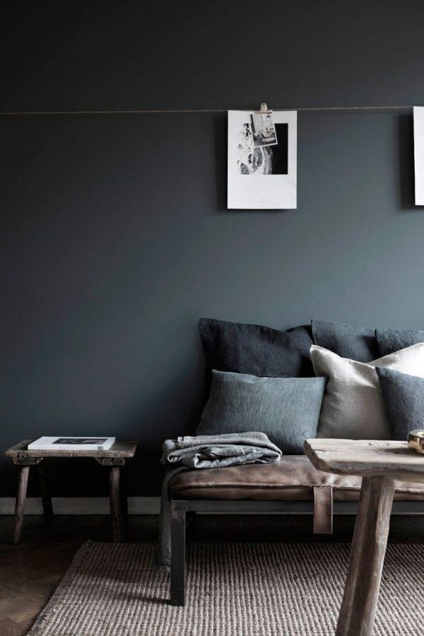 Zwarte muur woonkamer