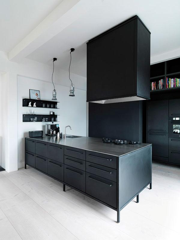 Vipp Keuken Modules : Zwarte stalen keuken van Noorse ontwerper HOMEASE
